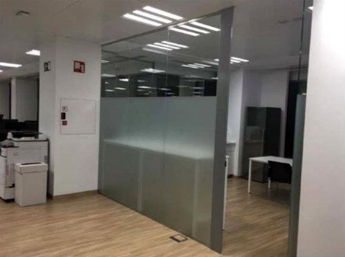 Instalacion de vinilos en las oficinas de HMY - 3